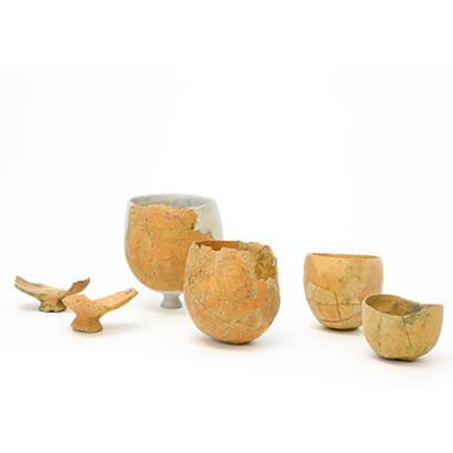 Objets de fouilles du site archéologique de Hikino : poteries de fabrication de sel à fond rond