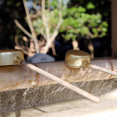 Sanctuaire shintoïste de Yamato-Okunitama : Chozuya (pavillon pour l'ablution à l'eau)
