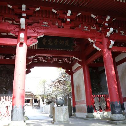 Temple Senzan Senkoji : porte Niomon