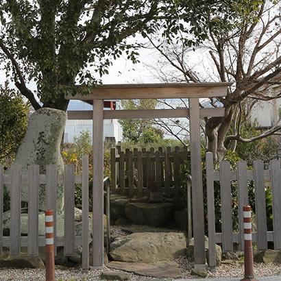 Site légendaire du mythe de la création du Japon : Ame-no-ukihashi