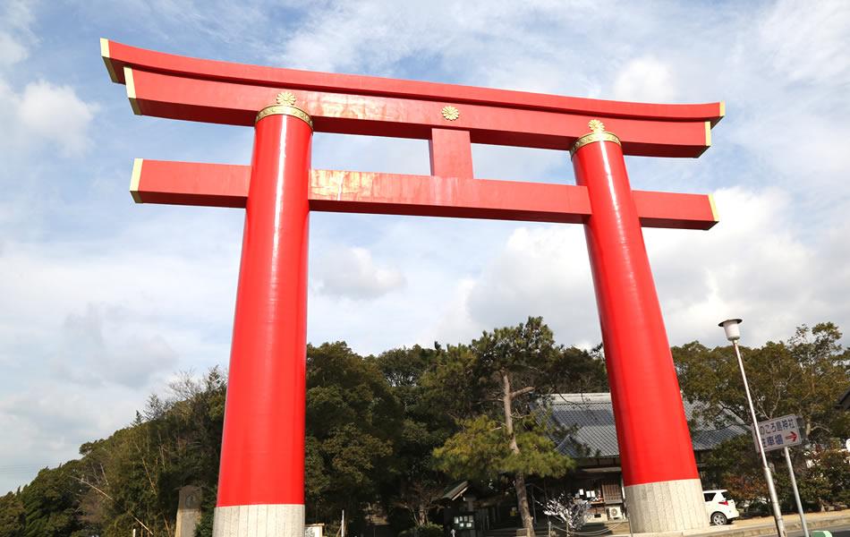 Sanctuaire shintoïste d'Onokorojima : Porte torii de façade