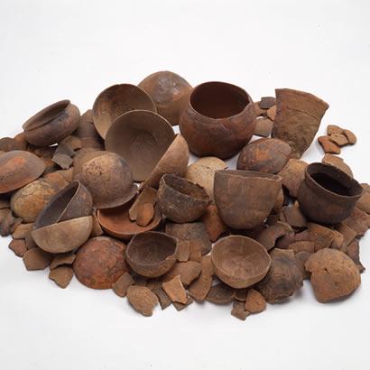 Objets de fouilles du site archéologique du sanctuaire shintoïste de Kifune Jinja: poteries dde fabrication de sel (propriété du Musée d'Archéologie de la préfecture de Hyogo)