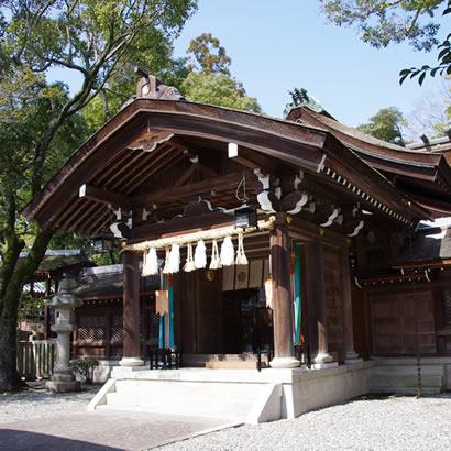 Sanctuaire shintoïste d'Izanagi : porte du milieu