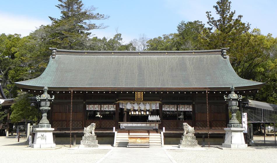 Sanctuaire shintoïste d'Izanagi : hall de prière