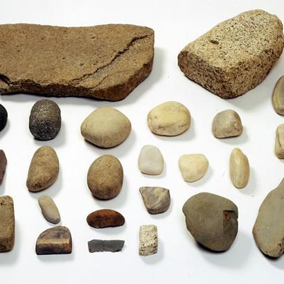 Objets du site archéologique de Gossakaito : outils en pierre