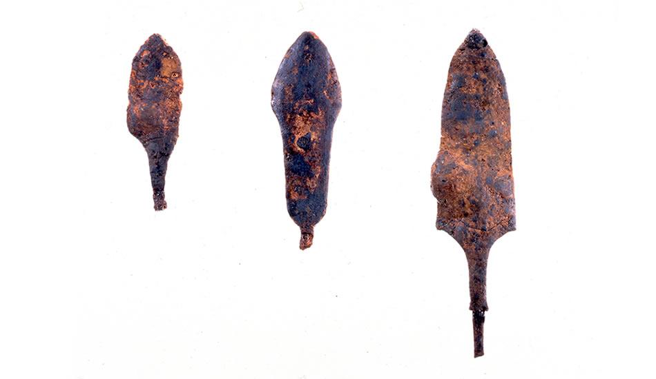 Site archéologique de Shiotsubonishi : têtes de flêches en metal (propriété du Musée d'Archéologie de la Préfecture de Hyogo)